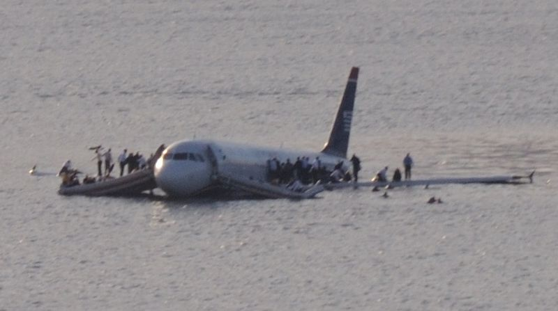 800px-Plane_crash_into_Hudson_River_muchcropped